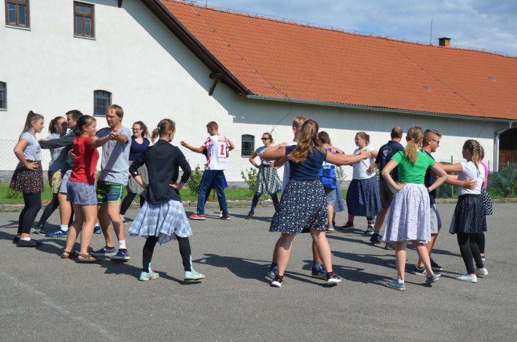 """Nácviky tance """"Kalamajka"""""""