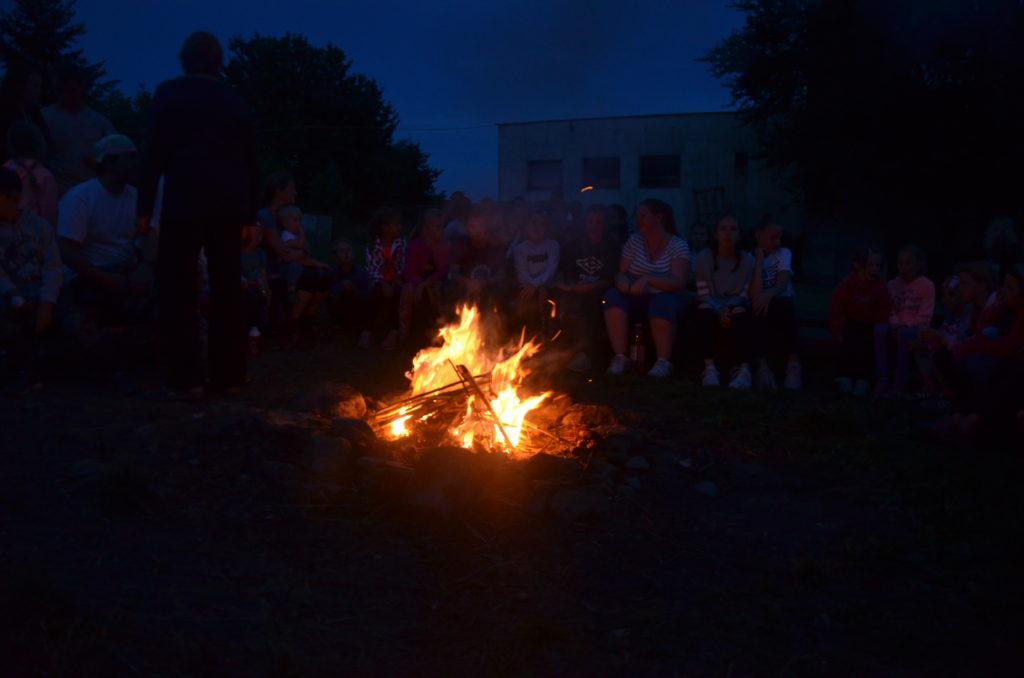 Zpíváme u táboráku